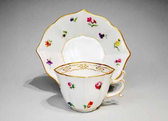 陶磁器「小花文様コーヒーカップ」