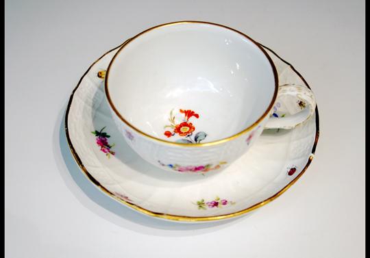 陶磁器「花虫文様ティーカップ」