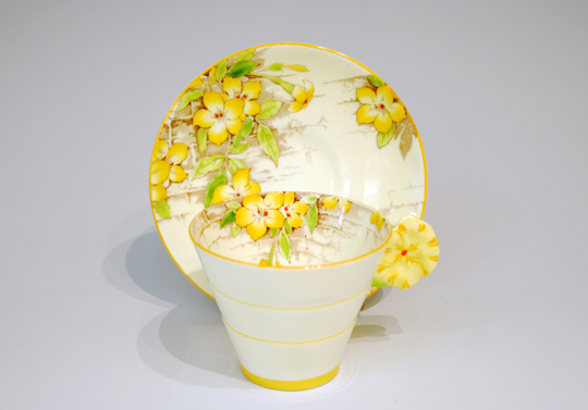 陶磁器「フラワーハンドル コーヒーカップ」