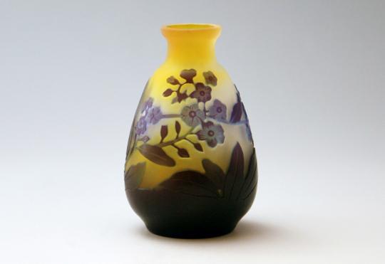 アールヌーヴォー「花文様 花瓶」