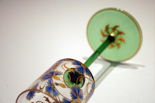 装飾ガラス「矢車菊文様ワイングラス」