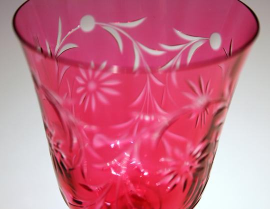 グラスウェア「赤色ガラス花文様 ワイングラス」