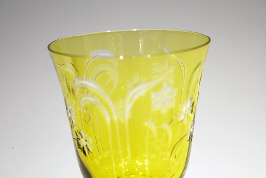 グラスウェア「黄色ガラス花文様ワイングラス」