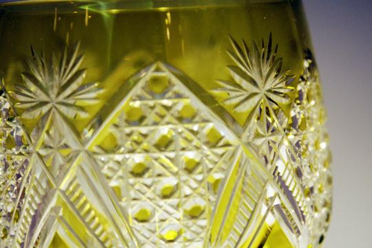 装飾ガラス「ダイヤモンドカットワイングラス(黄色)」