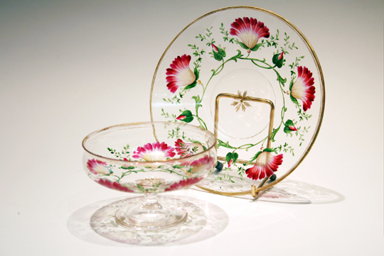 装飾ガラス「花文様クープ&ソーサー」