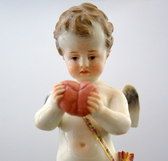陶磁器「色絵アモル像「失恋」」