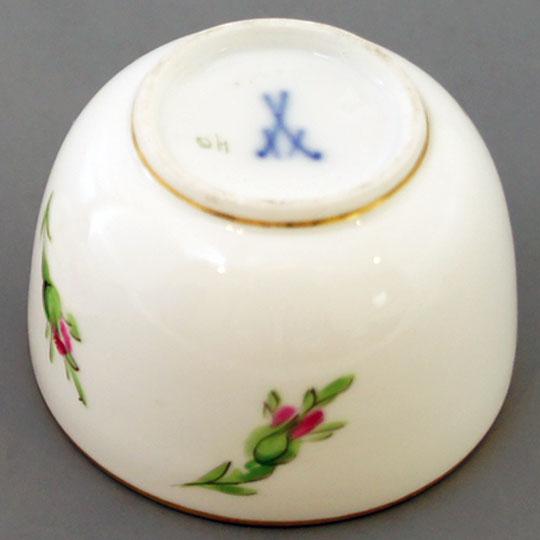 陶磁器「バラ文様蓋物」