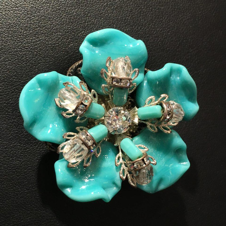 コスチュームジュエリー「花型ブローチ」