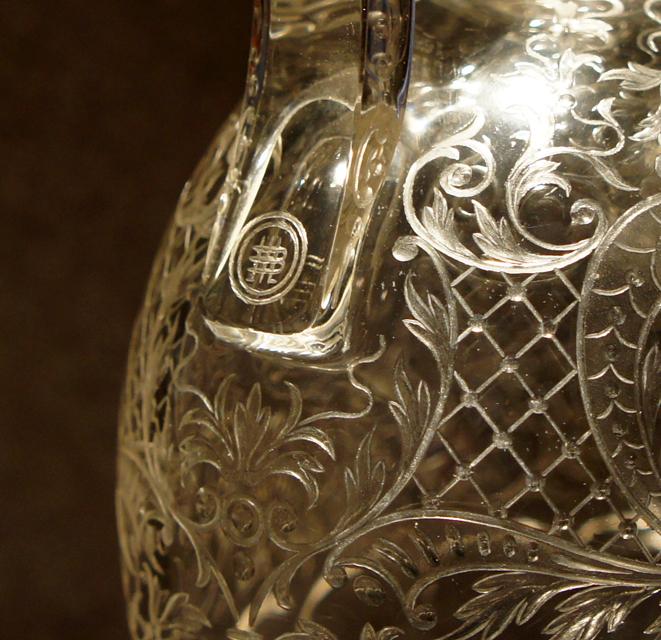 装飾ガラス「イニシャル紋章 カラフ」