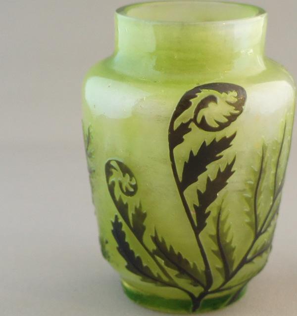 アールヌーヴォー「蝶文様 小花瓶」