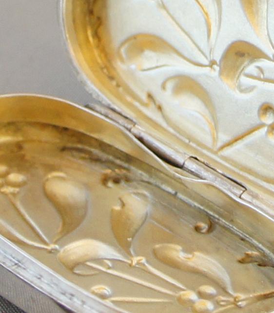 シルバー「宿り木装飾 ピルケース」