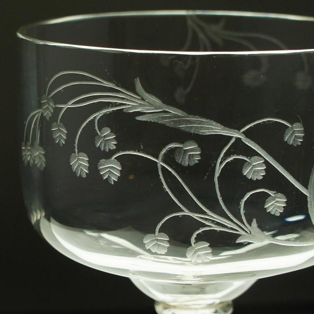 アールヌーヴォー「草花文 手彫り装飾 グラス 高さ10.5㎝」