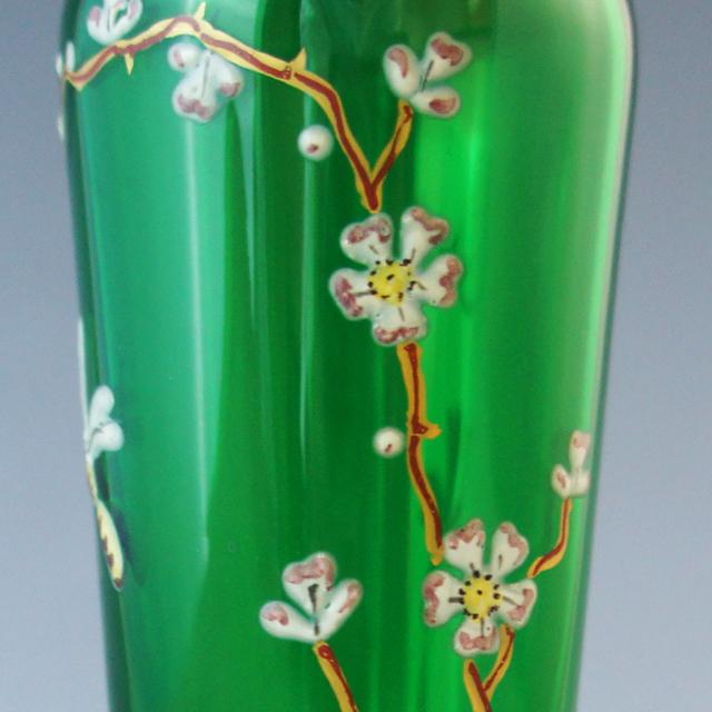 装飾ガラス「梅の木に昆虫文 緑色ガラス 花瓶」
