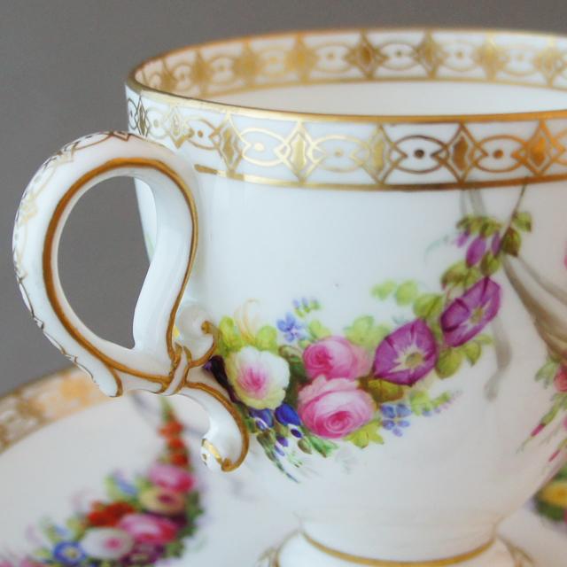 陶磁器「花のガーランド カップ&ソーサー」
