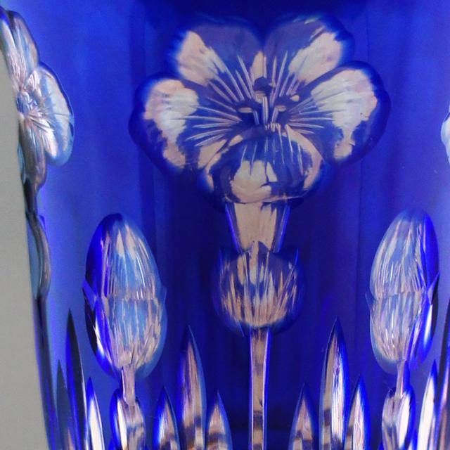 グラスウェア「花文様 青被せガラス ワイングラス」