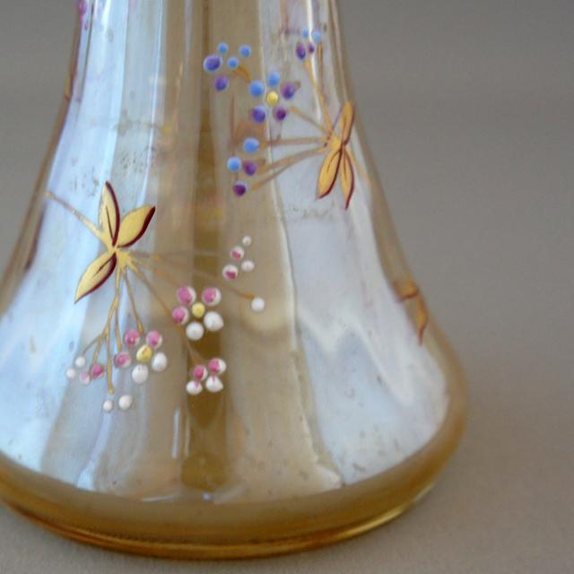 装飾ガラス「草花に昆虫文 小花瓶」