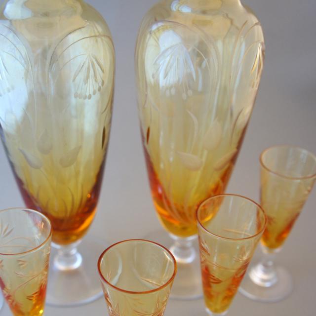 グラスウェア「アンバー色ガラス カット装飾 リキュールセット」