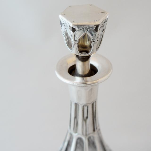 グラスウェア「銀巻き装飾 花文様 リキュールボトル」