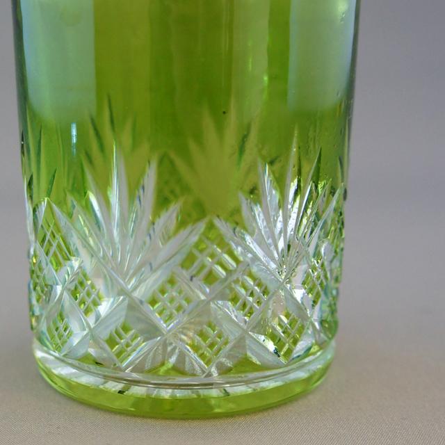 グラスウェア「緑ガラス カット装飾 香水瓶」