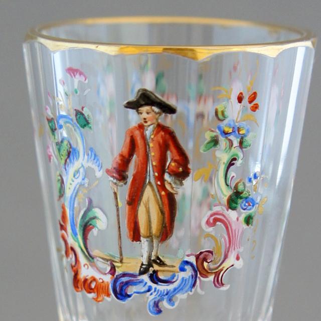グラスウェア「エナメル彩 人物文 リキュールグラス ①帽子を被り杖をつく男」