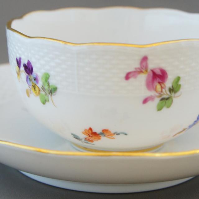 陶磁器「小花文様 ティーカップ ①」