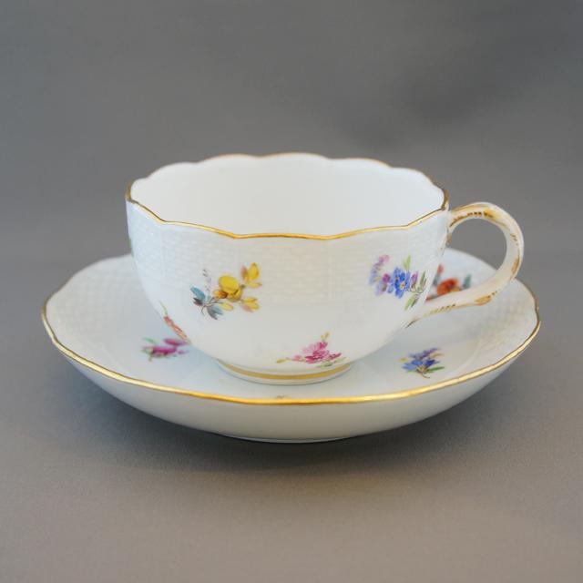 陶磁器「小花文様 ティーカップ ②」