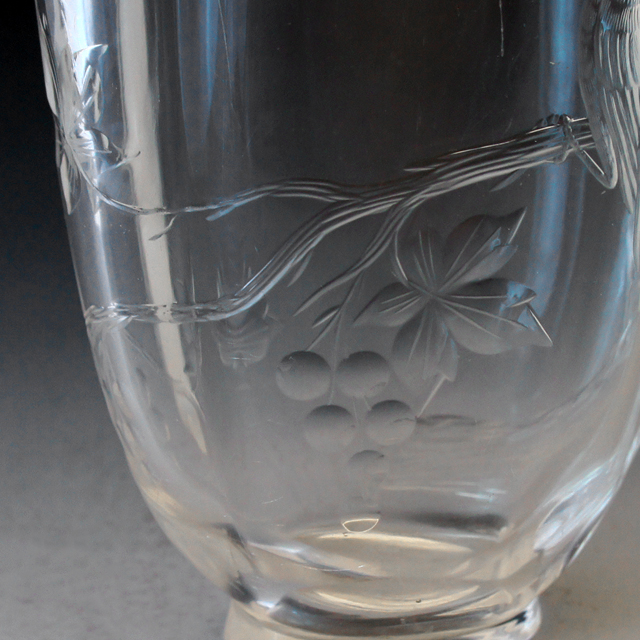 グラスウェア「葡萄の枝に小鳥文 花器」