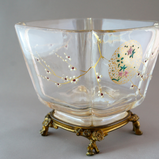 グラスウェア「ジャポニズム 窓絵花文 脚付花瓶」