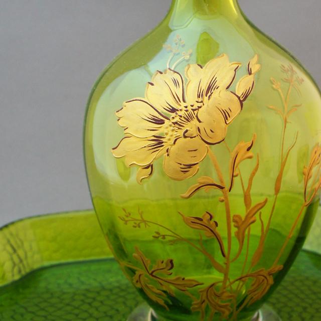 グラスウェア「緑色ガラス 金彩 花文様 リキュールセット」