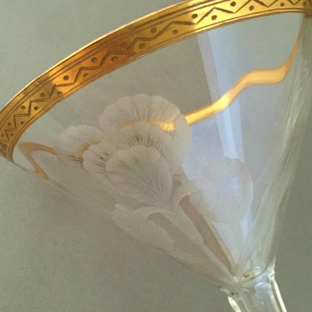 グラスウェア「金彩 アイリス文 ワイングラス 高さ15cm」
