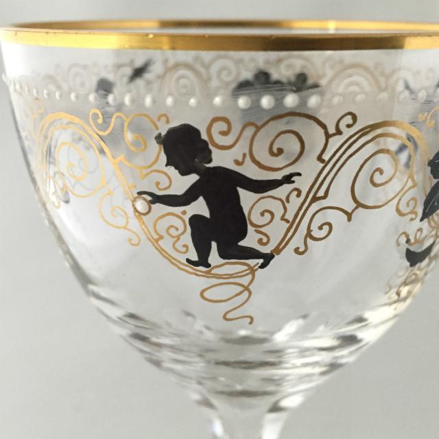 グラスウェア「エナメル装飾 葡萄と子供 ワイングラス 高さ19.8cm」