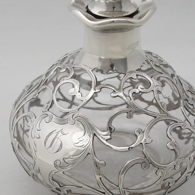 グラスウェア「唐草文 香水瓶」