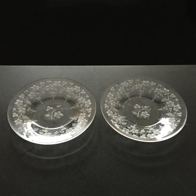 グラスウェア「葡萄文 グラヴィール装飾 皿 ペアセット(直径15.7cm)」