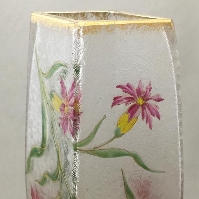 グラスウェア「花文菱形花瓶」