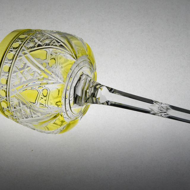 グラスウェア「カット装飾 ラインワイングラス(黄緑ガラス)高さ19.5cm」
