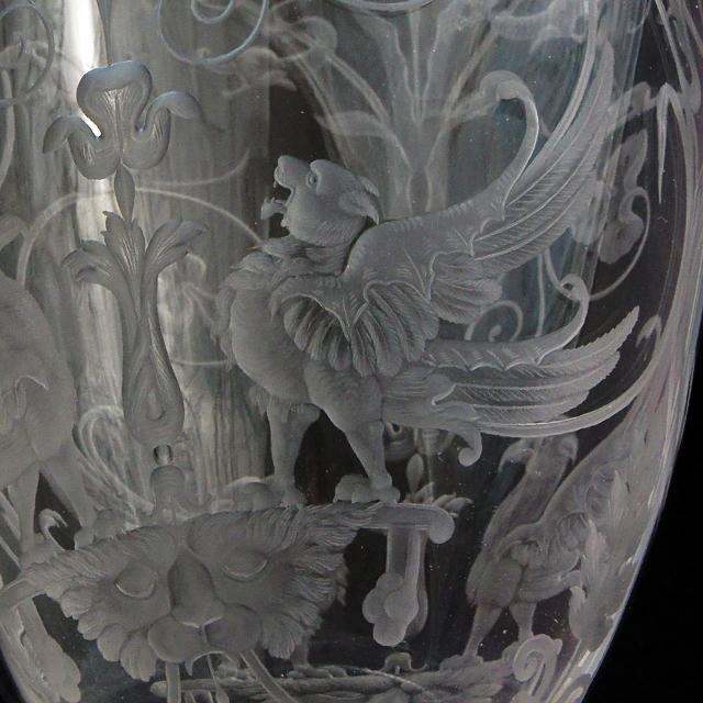グラスウェア「1878年パリ万博出品 グリフォン文 グラヴィール装飾 カラフ」