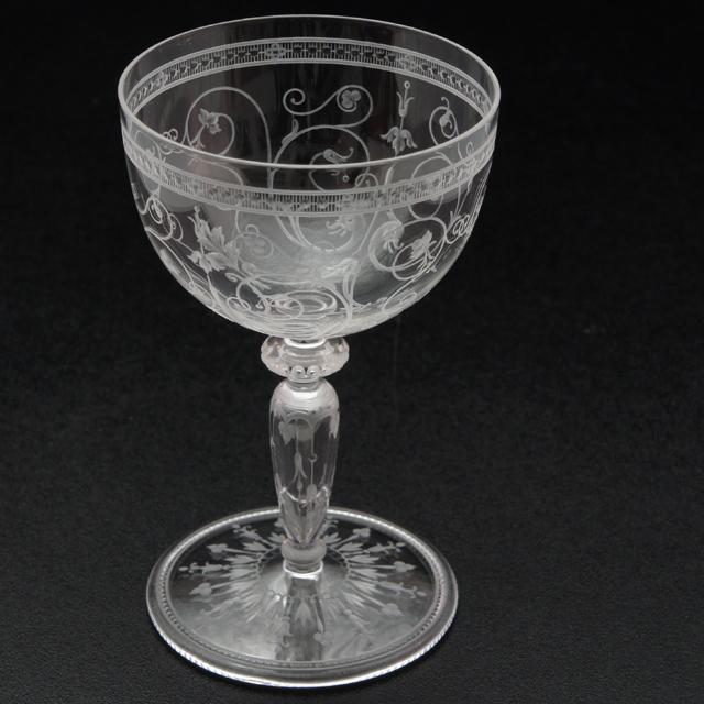 グラスウェア「1878年パリ万博出品 グリフォン文 グラヴィール装飾 ワイングラス(中)高さ10cm」
