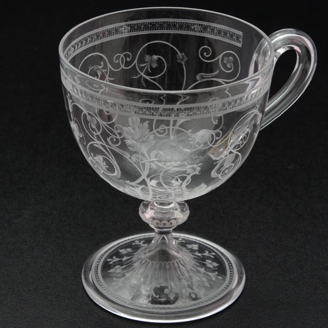 グラスウェア「1878年パリ万博出品 コカトリス文 グラヴィール装飾 ワイングラス(ハンドル付)高さ9cm」