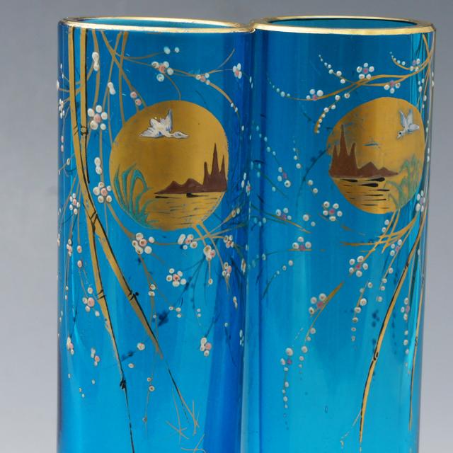 グラスウェア「窓絵白鳥文 一対花瓶」