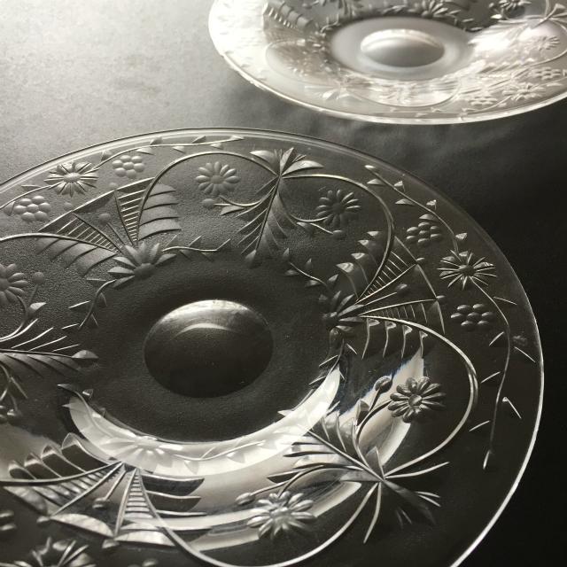 グラスウェア「カット装飾 皿 2枚セット 直径15.7cm」